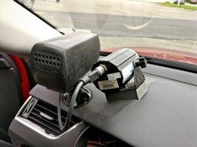 Radar_speed_gun_in_police_car-sm+CMPRSD